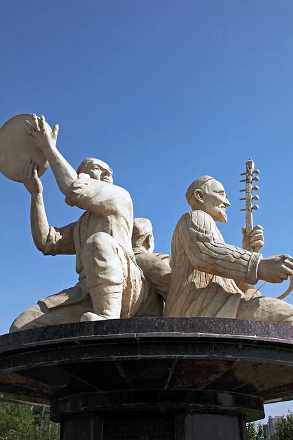 Statue of Uyghur muqam, Kumul (Hami) ハミ、ムカムの像