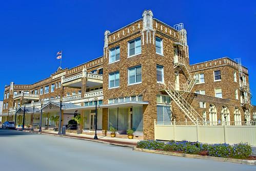 thejacarandahotel 19emainstreet avonpark florida usa sunshinestate polkcounty building historical southfloridastatecollegefoundationinc