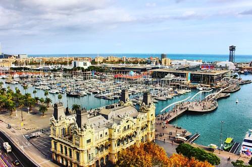 Puerto de Barcelona visto desde lo alto de Colón. #barcelona #city #spain #portvell #puerto #turismo #monumentocolon #colombusmonument