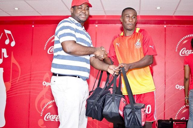 coke rep presenting the prize