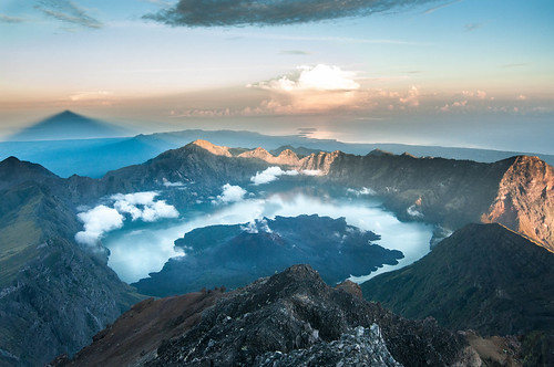 travel sun mountain lake holiday water sunrise trekking indonesia landscape volcano nikon asia action adventure climbing summit lombok tropics rinjani d90 mygearandme flickrtravelaward