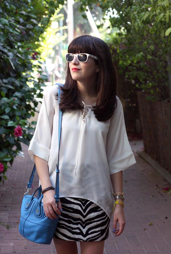 ray ban sunglasses, givenchy mini nightingale bag, zara zebra skirt, sandals, dora landa, ז'יבנשי, רייבאן, בלוג אופנה, תיק ג'יבנשי, תיקי מעצבים