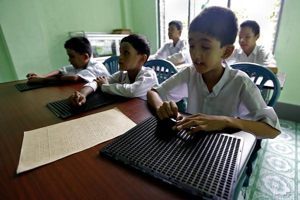 (6)MYANMAR-YANGON-EDUCACION-DISCAPACIDAD