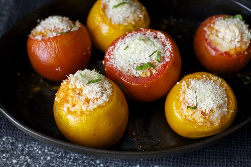 rice-stuffed tomatoes with breadcrumbs