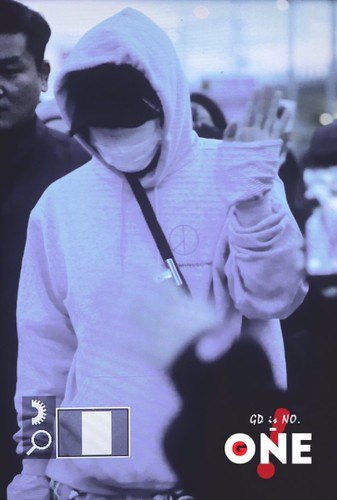 G-Dragon arrival Seoul 2016-10-28 from Hawaii (3)