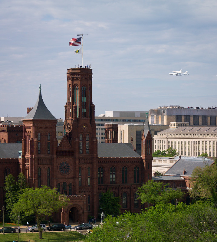 Space Shuttle Discovery DC Fly-Over (201204170049HQ)