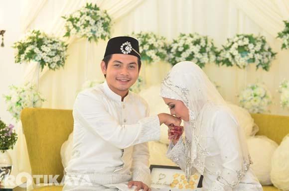 8922519275 c3fd1d08b2 o Gambar Perkahwinan Izzue Islam dan Awin Nurin