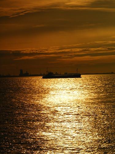 city sky sun clouds sunrise river golden ship shadows sunny kingston shade hull humber