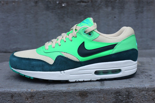 nike-air-max-1-birch-dark-atomic-teal-sail-poison-green-01
