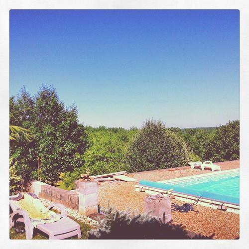 #révisions #plus #piscine #nage #eau #swimming #pool #chez #la #cousine #moral #revenu #come #back #with #cousin #ciel #sky #bleu #blue #green #vert