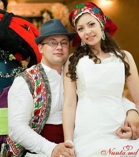 """Concursul Obiceiul """" Dezbrăcatul miresei!!!"""" > Victor şi Doina"""