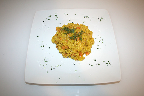 32 - Safran-Risotto mit Shrimps & Krabben - Serviert / Saffron risotto with shrimps & prawns - served