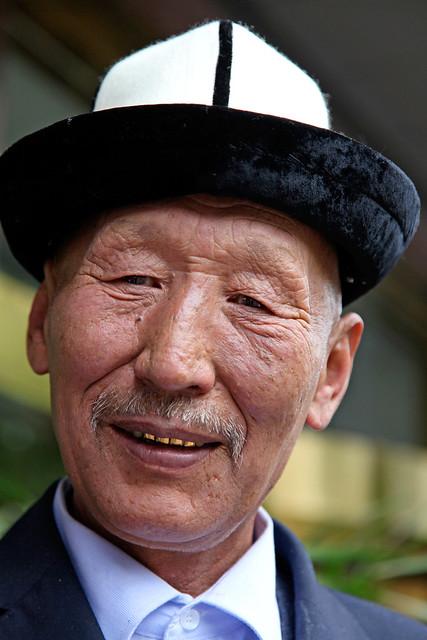 A Kyrgyz man in Urumqi ウルムチ、キルギス族の男性