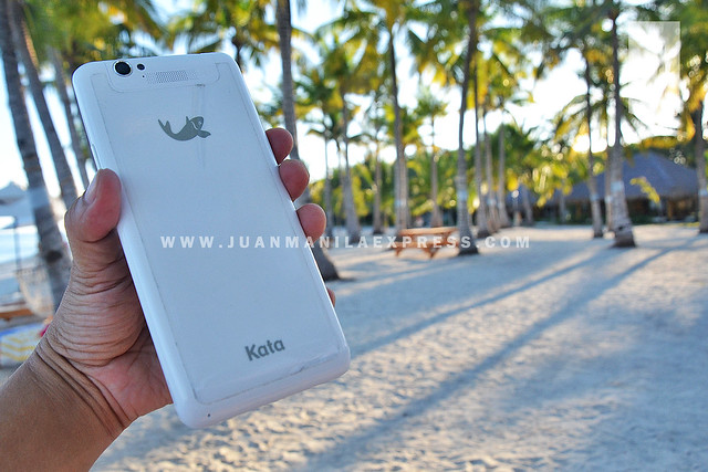 KATA M1. Sleek phablet available in ceramic white color back casing for only Php 9,999.00.