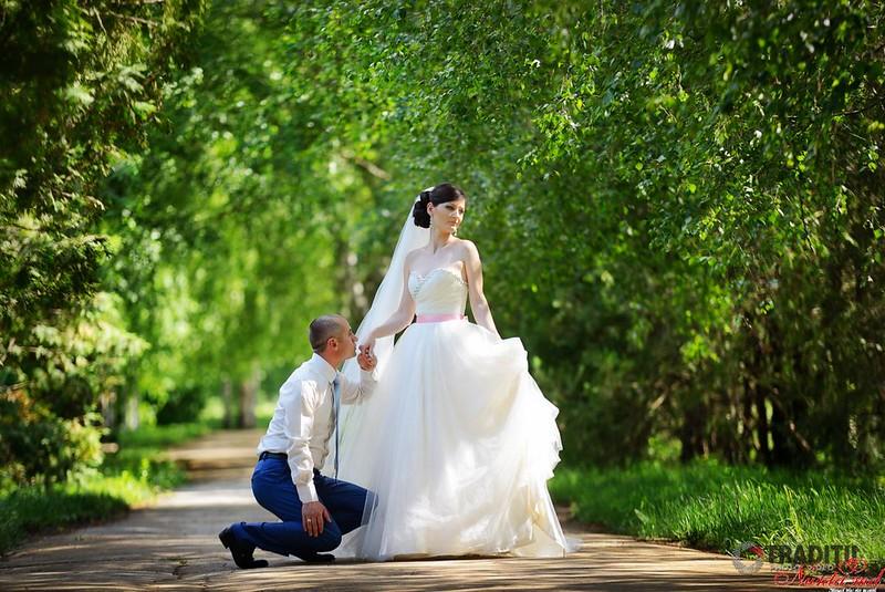 TRADIȚII - De la tradiţie la modern !!! > Foto din galeria `Alex & Doina`