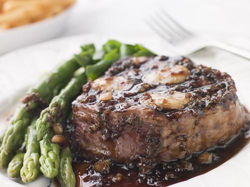 steak and asparaus