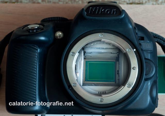 Cum verificăm dacă avem praf pe senzor utilizând o lentilă macro și o lanternă 9784682935_bc9bff26c0_z