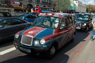 London Cab aux couleurs du drapeau anglais ;)