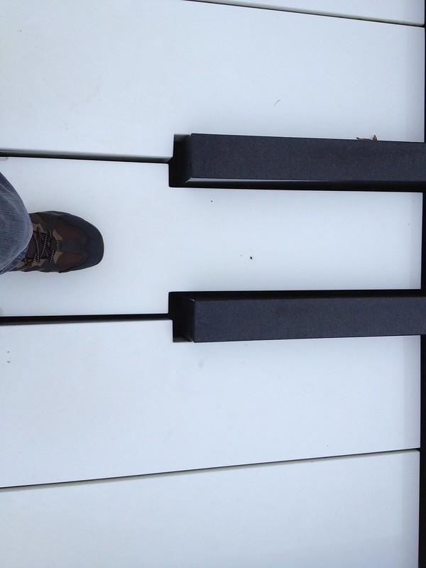 踏むと音が出るピアノのオブジェ by haruhiko_iyota