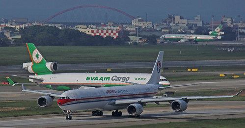 EVA-Air-Cargo-MD-11-and-China-Eastern-A340-600-cross