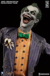 【正式官圖&販售資訊公布】笑得你心裡發寒!《蝙蝠俠:阿卡漢瘋人院》小丑瘋狂來襲~