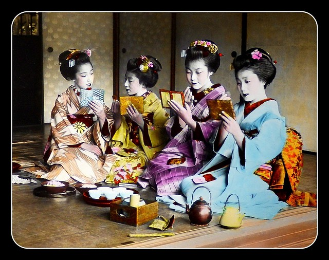 MAIKO and MIRRORS in OLD JAPAN