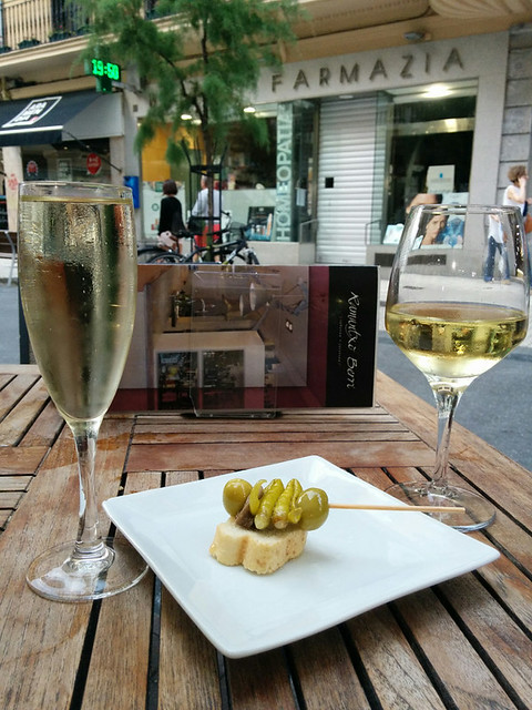 gilda pintxo with cava and white wine