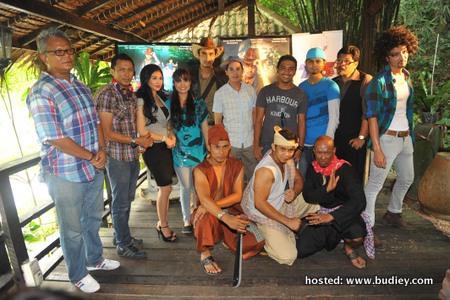 Para Pelakon INDERA JONED Bersama Pengarah Fairuz Loy (B)