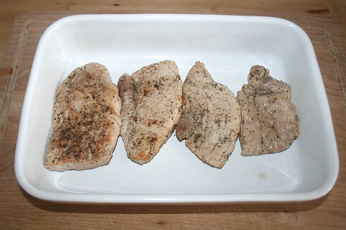 23 - Schnitzel in Auflaufform geben / Put schnitzel in casserole