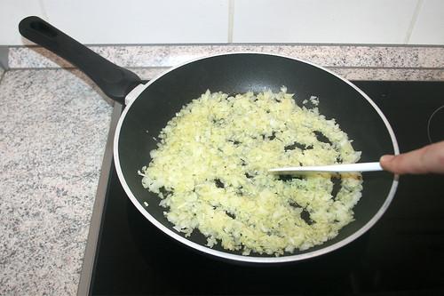 18 - Zwiebeln andünsten / Braise onions lightly