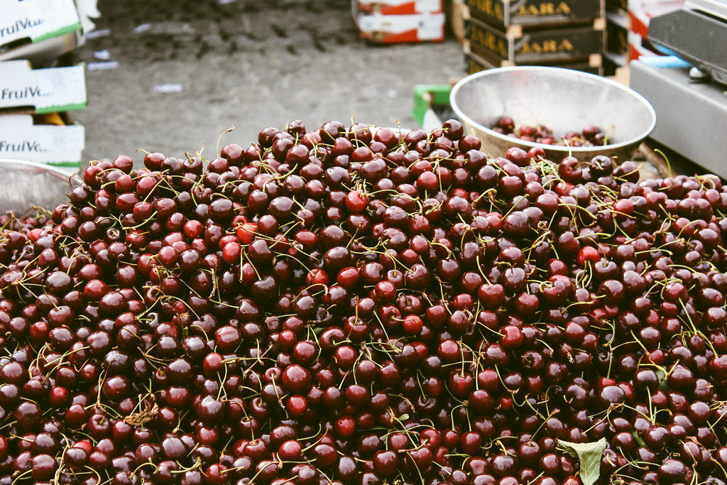 Pile o' cherries at the Markt