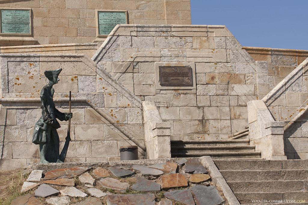 Les escaliers menant à l'entrée du phare.