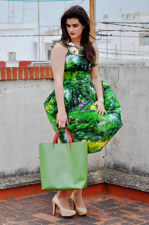 something fashion modcloth review dress, bernie dexter graceful greenery dress, nude pumps tote bag, mi corazón de trapo necklace clay DIY, 50's inspired vintage dress modcloth fblogger spain, valencia fashion blogger moda vestido verde VFW fashion week
