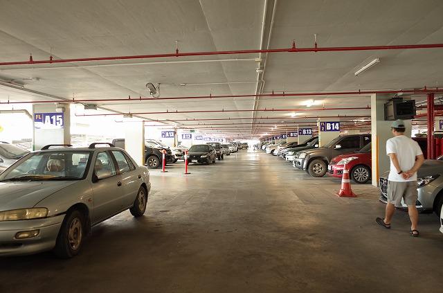 <p>駐車場はいっぱいです。</p>