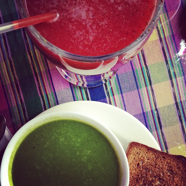 How green can watercress soup be? And how red can strawberry juice be? #guatemala