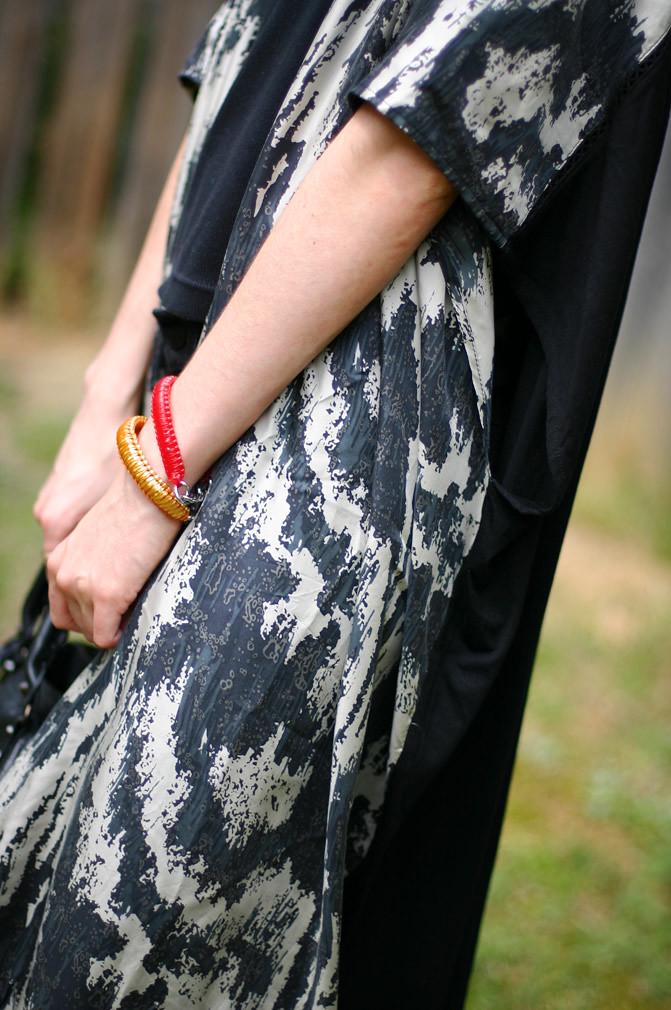 kaftan fashion, nicole richie style, balenciaga classic city, outfit, costume national