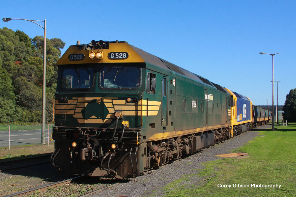 G528 & G522 ready to unload grain in Portland by Corey Gibson
