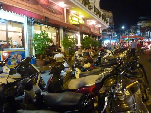 Hanoi 12-Bia Corner(90)