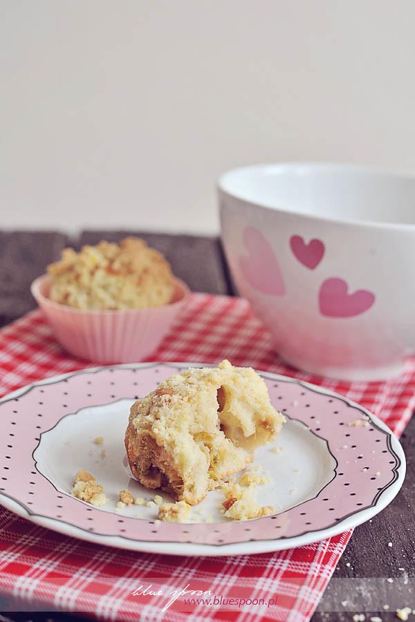 przepis na muffiny z rabarbarem i kruszonka