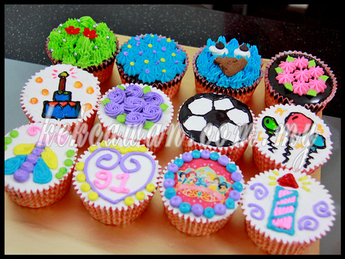 Bake & Deco Classes: Basic Buttercream Cupcakes ~ 6 Oct 2012
