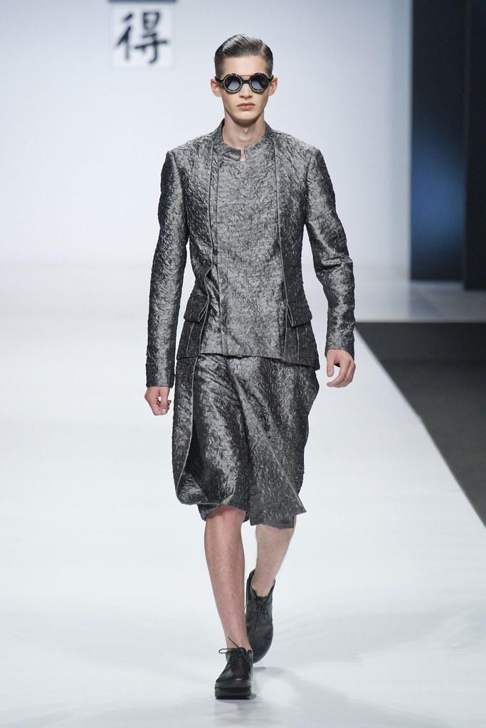 SS14 Milan Ji Wenbo001_Ben Stift(fashionising.com)