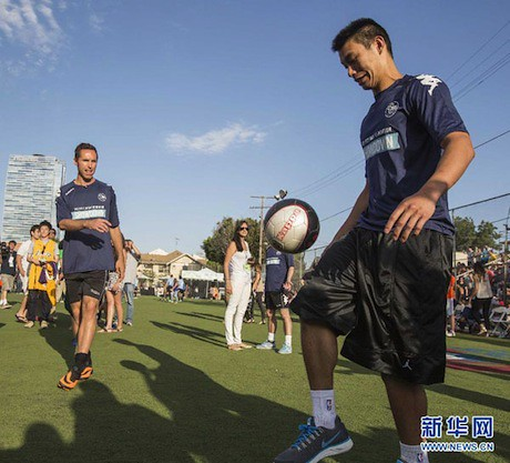 July 15th, 2013 - Jeremy Lin practices in front of Steve Nash at Nash's Foundation charity match