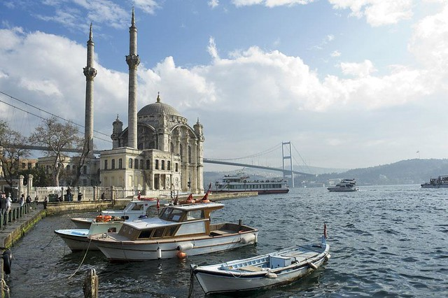 A-beautiful-view-of-Ortakoy-Mosque-and-Bosphorus-bridge,-Istanbul,-Turkey