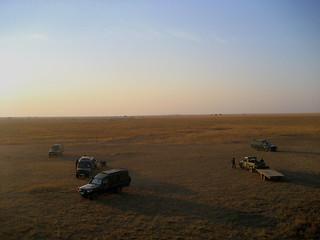 Blick vom Ballon auf die Autos (Serengeti)