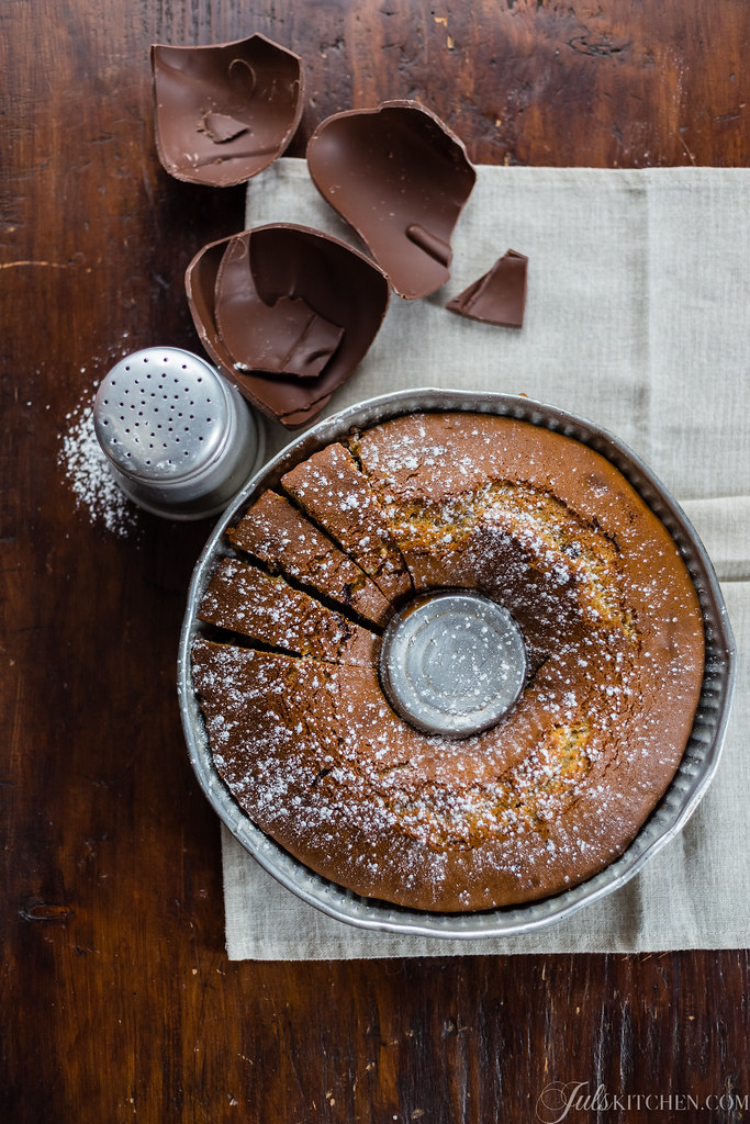 A Tuscan bundt cake with farro flour and dark chocolate