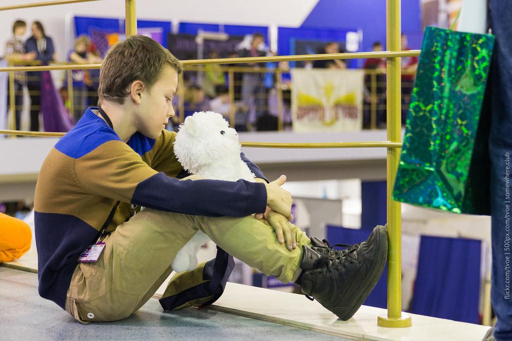 Мальчик на Руброниконе-2015 с мягкой игрушкой