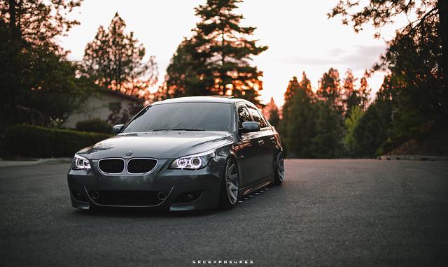 серая BMW E60