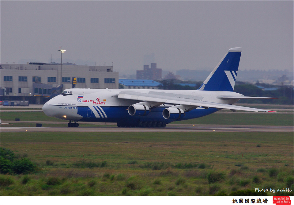 Polet Airlines RA-82077貨機