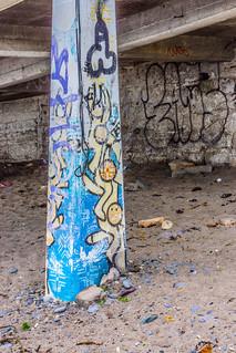 Kuva Killiney Beach lähellä Loughlinstown. ireland urban dublin streetart abandoned beach graffiti europe rooms tea decay roi countydublin dunlaoghaire killiney williammurphy streetsofdublin wwwstreetsofdublincom infomatique southcountydublin photographedbywilliammurphy republibofireland graffitiinfomatique streetartinfomatique publicartinfomatique graffitiandstreetartinfomatique