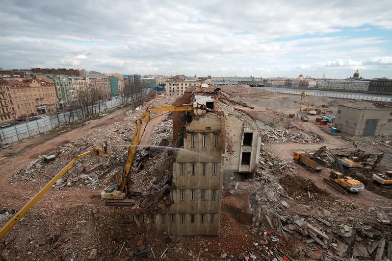 Демонтаж здания Российского научного центра «Прикладная химия»